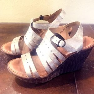 Born Wedge Sandals 10M Metallic / Bronze